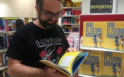 Carlos, nuestro profesor de Latín y Literatura Universal, ha publicado su primer libro