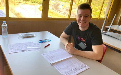 Alejandro con un 13,788 sobre 14, ha estudiado desde los 3 años en el Colegio Los Naranjos y ha recibido la felicitación del Rector de la UPV, por su puesto Nº17 de los 6.000 presentados.